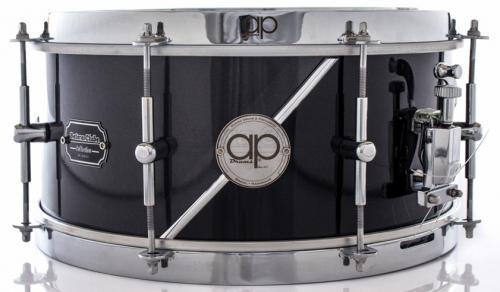 """Caixa AP Drums Inox Black Steel Chrome Stripe 13x7"""" Limited com Aros High Hoop Vintage 2.7mm"""