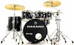 """Bateria Nagano Garage Rock Ebony Sparkle 22"""",8"""",10"""",12"""",16"""" com Peles Hidráulicas e Banco"""