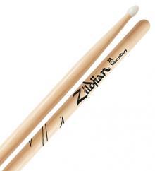 Baqueta Zildjian Select Hickory 7A com Ponta de Nylon Z7AN (Padrão 7A)
