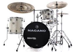 """Bateria Nagano Concert Gig Brooklyn White com Bumbo 18"""", Tom 10"""", Surdo 14"""", Caixa 13"""" e Ferragens"""