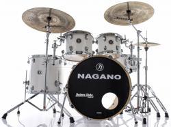 """Bateria Nagano Concert Lacquer Pure White 20"""",10"""",12"""",14"""" com Kit de Ferragens"""