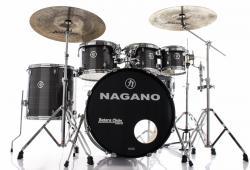 "Bateria Nagano Garage Rock Vintage Stripe 22"",8"",10"",12"",16"" com Peles Hidráulicas e Banco"