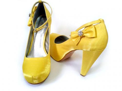 361928dcae Sapato Fechado Salto Grosso 11,5cm Cetim Cristal Amarelo Super Promoção  (NÚMERO 39 À